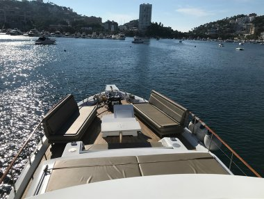 Hatteras 80 Renta de Yates en Acapulco